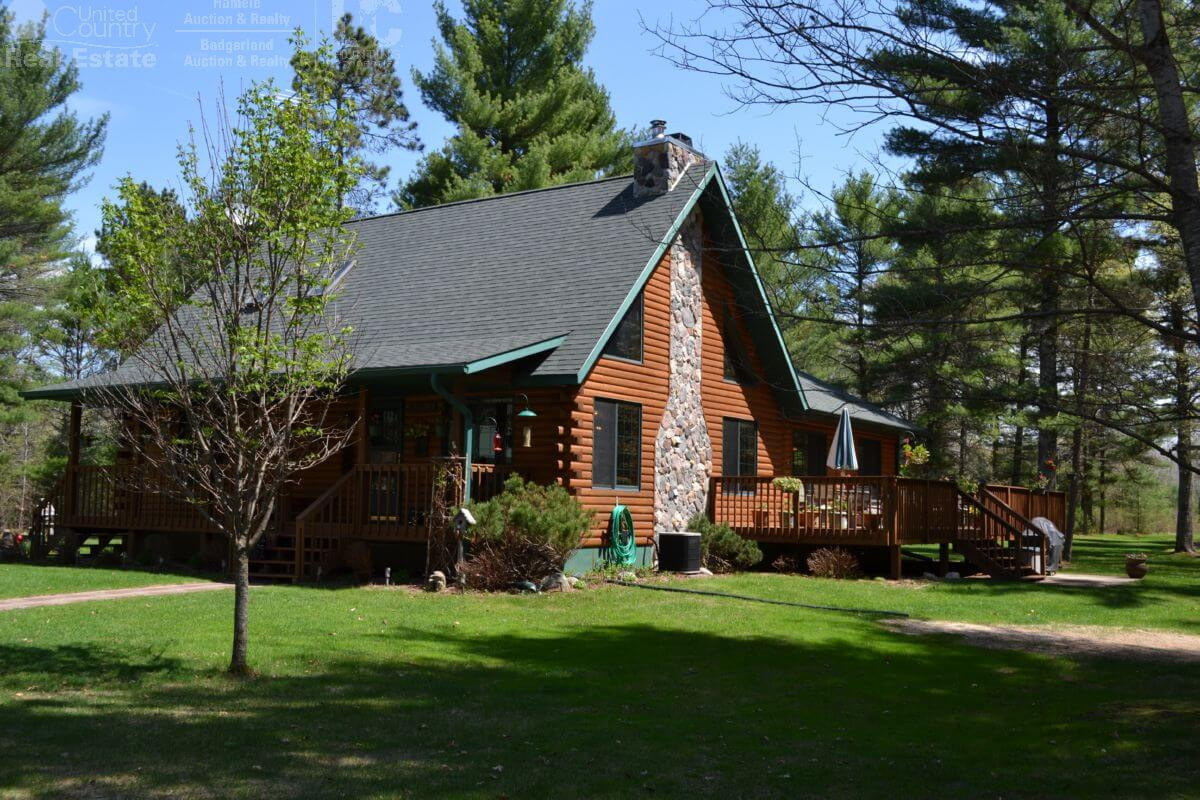 Split Log Resort on Majestic Hunting Land in Jackson County WI