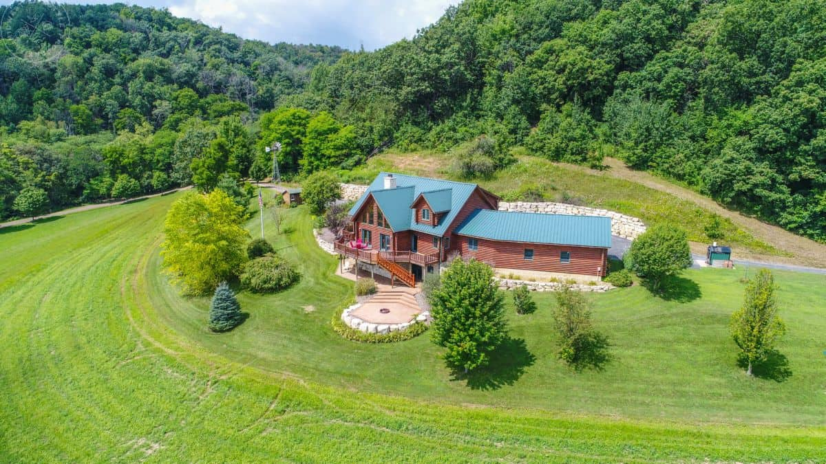 Gentleman's Lodge with Hunting Land For Sale in Vernon County, WI