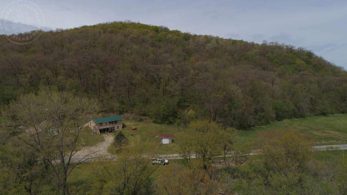 Country Home for Sale with Optional Hunt Lease in Grant County, WI